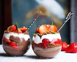21 Lovely Dessert Cup Ideas to Excite Your Guests
